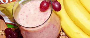 Cupuacu, grapes and banana smoothie with Amafruits package